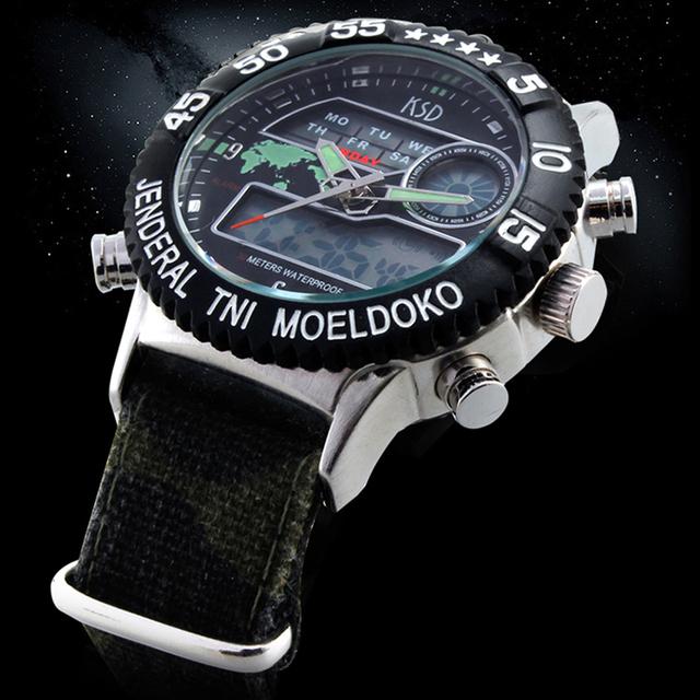 Tecido de lona Cinta 5 M À Prova D' Água Militar Do Exército relógio de Pulso Relogio masculino Marca De Luxo Mens de Quartzo Homens Esportes Relógios Digitais