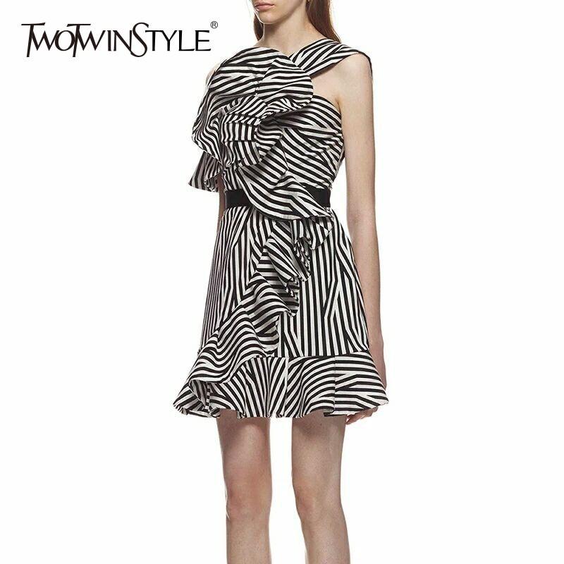 TWOTWINSTYLE платье в полоску женские с плеча нерегулярные оборками Лоскутная Высокая Талия линия Мини-платья летняя модная одежда