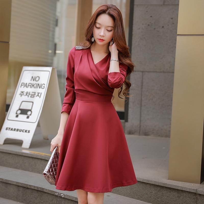 Dabuwawa V-Neck Elegant Women Dress 2018 New Autumn Winter OL style Beading A Line slim fit Knee-Length Dress