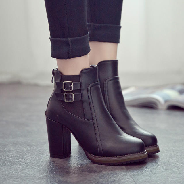 10869b5c2f9 US $14.39 26% OFF|2018 autumn and winter new European and British retro  thick with belt buckle boots high heel elastic women's boots large size-in  ...