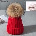 [Dexing] vermelho feminino chapéu skullies gorros linda mulher de espessura de veludo quente tampão do inverno real fur pompom 15 cm inverno chapéu para as mulheres
