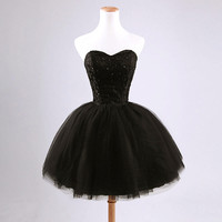 Holievery Beaded Tulle Ball Gown Sweetheart Cocktail Dresses Lace Appliques 2019 Black White Knee Length Party Dress Vestido