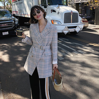 2018 spring new style retro lattices are printed on the waist long sleeved long sleeved suit coat woman light color plaid