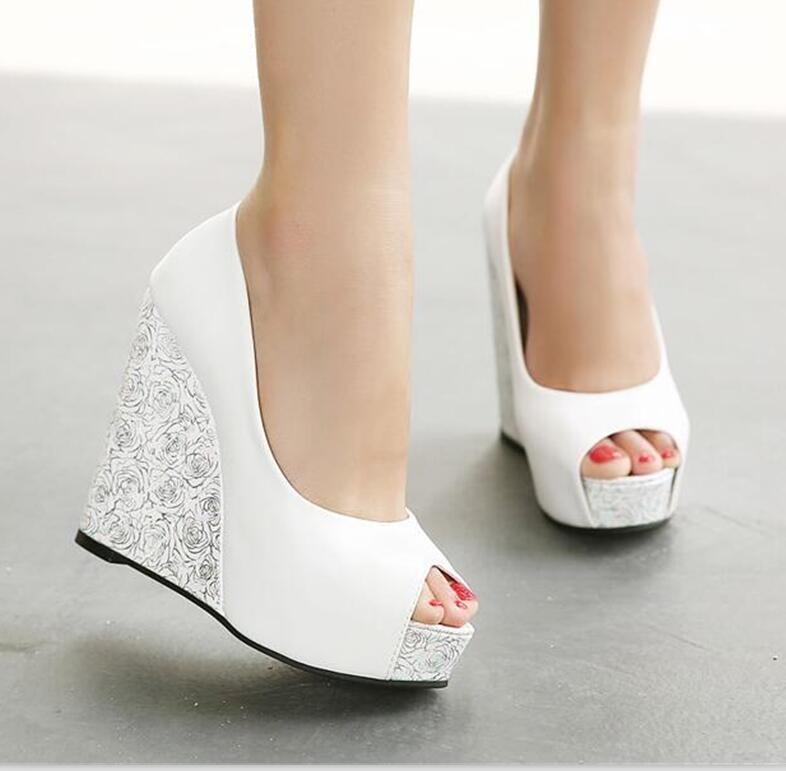 In the spring and summer, the new slope with the color of the fish mouth waterproof Taiwan women's shoes with thick bottom slope with super high heels 14cm platform shoes sandals and slippers spring and summer fish head thick crust waterproof shoes