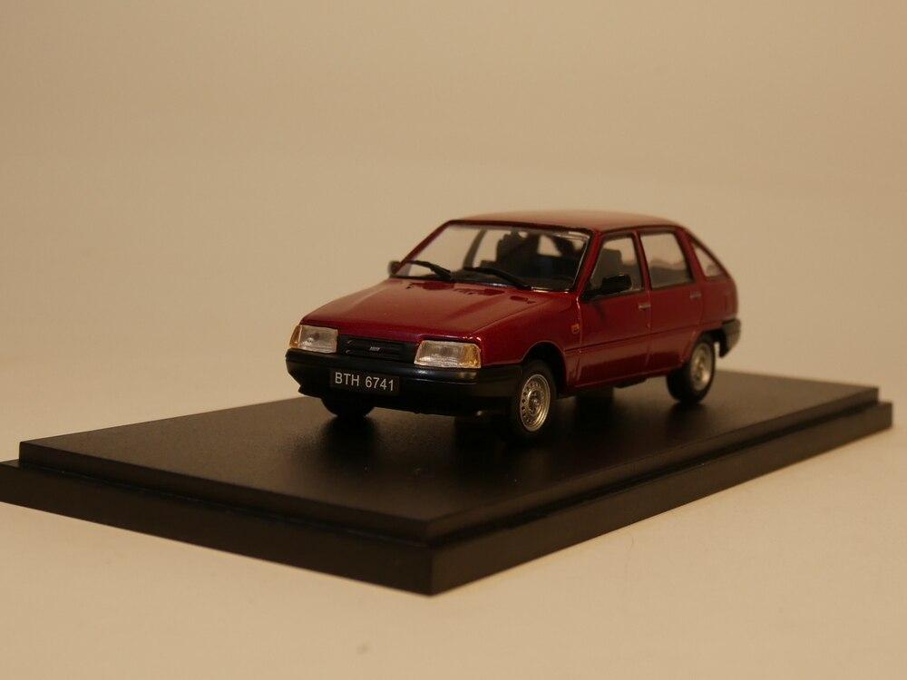 IST 1:43 IZ 2126 Diecast Model Car