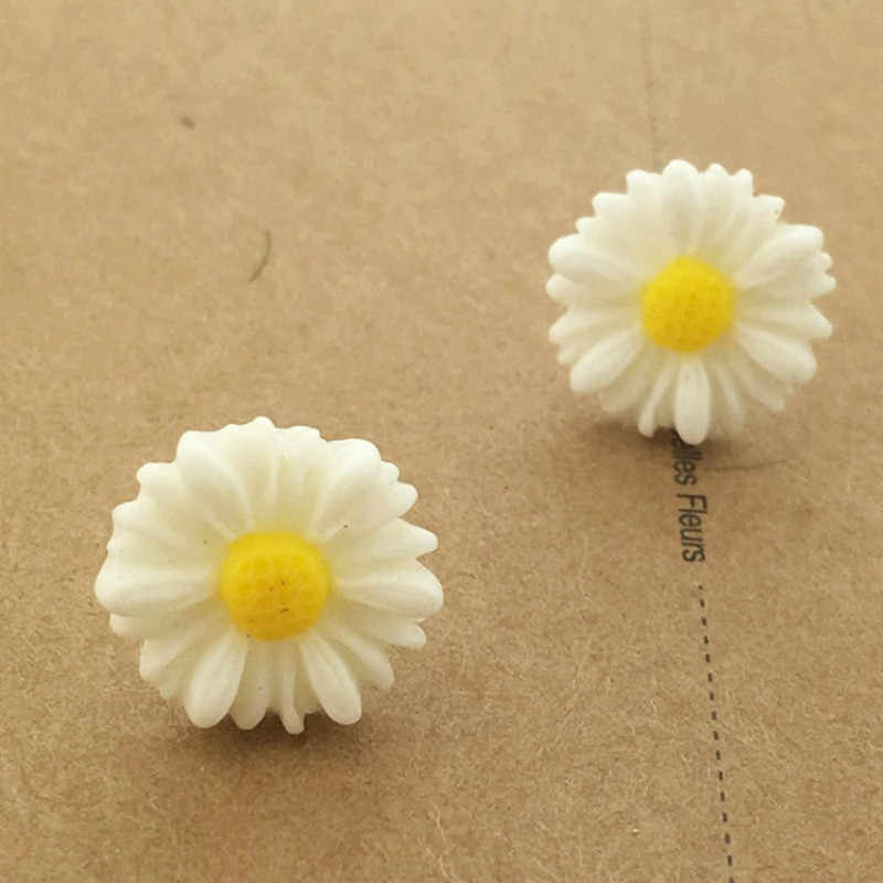 Fine Jewelry Wholesale Refined And Elegant Simple Fashion Small Daisy Flower Earrings Set For Women Stud Earings Summer Style