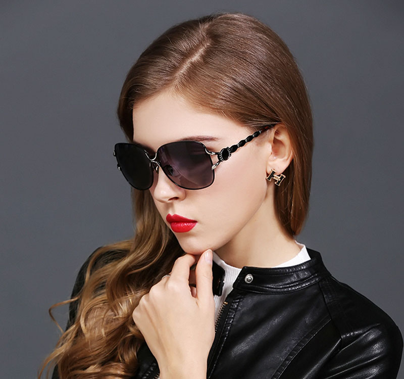 a0eb50626074d 2017 HDCRAFTER Female Polarized Sunglasses Women Luxury Alloy Frame Eyewear  Retro Lady Oculos De Sol With Case-in Sunglasses from Apparel Accessories on  ...