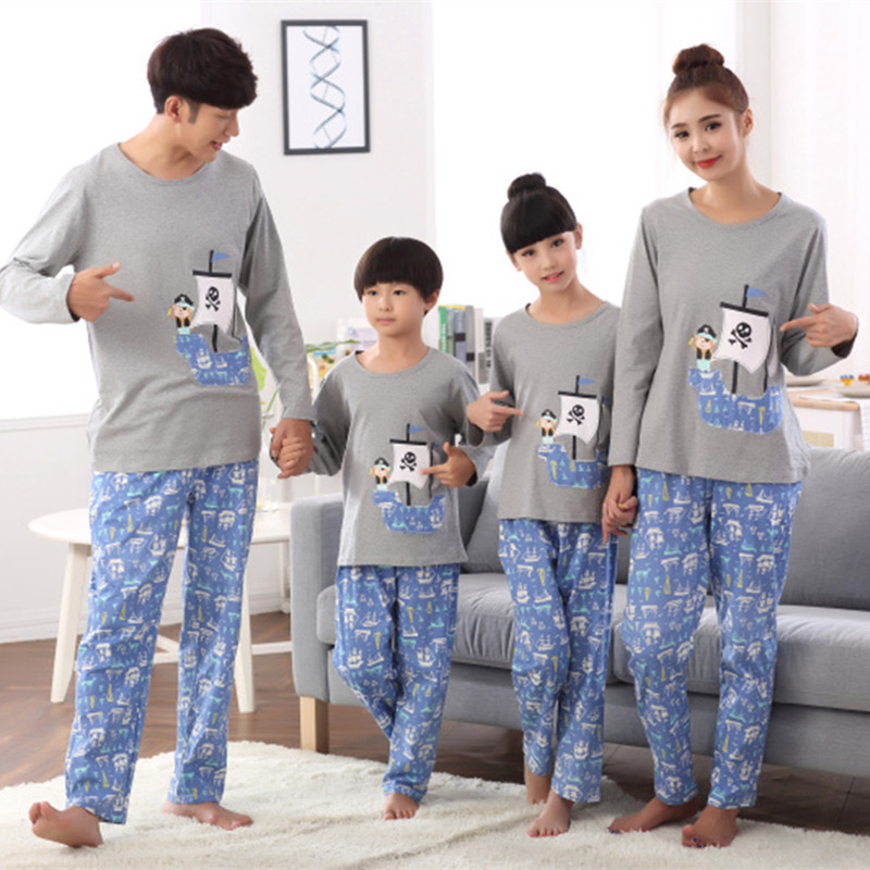 Family cotton pajamas pirate matching clothes father mother daughter son mommy and me clothes couple family look women wear set matching family clothing set 2015 autumn style winter family look matching mother daughter father son long sleeve sweater set