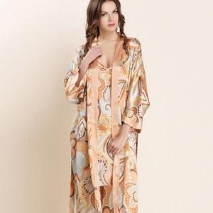 Image 5 - عالية الجودة الحرير الحقيقي النوم رداء مجموعات الإناث مثير الطبيعية لباس نوم من الحرير النساء الموضة المطبوعة طويلة الأكمام البشاكير W4201