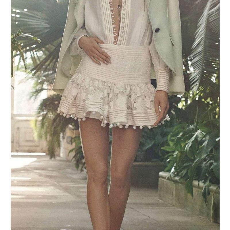 Cosmicchic femmes piste embelli Floral broderie jupe courte Top qualité dentelle Patchwork Pintuck petite boule Mini jupe Zim