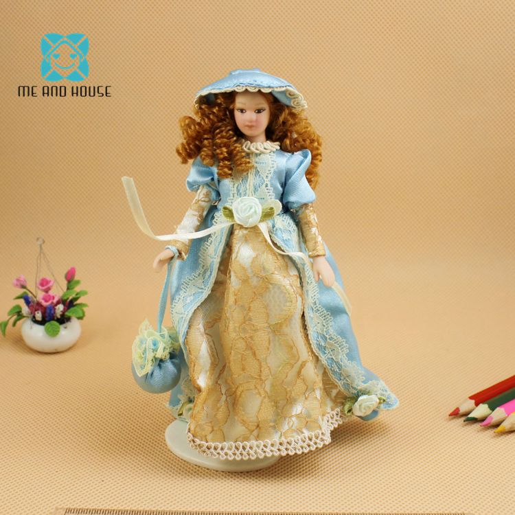 2 Pieces Porcelain Dolls Lady with Outfit 1:12 Dollhouse Accessories