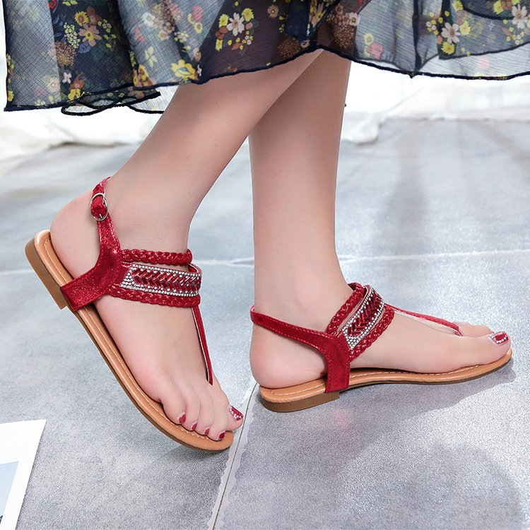 b84ff9c42 2018 Summer New Fashion Women Vacation Sandals Luxury Crystal Gem Lovely  Lady Beach Sandals Big Size41 Comfortable Student Flats-in Women s Sandals  from ...