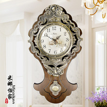The new high-end European luxury home decoration retro queen-sided wood wall clock quartz clock mute electronic wall clock