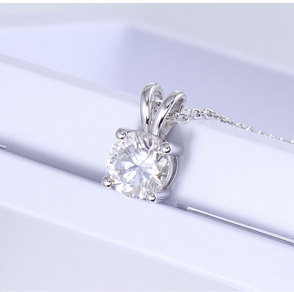 Platinum-Plated-Silver-Moissanite-Diamond-Pendant-Necklace-01_06