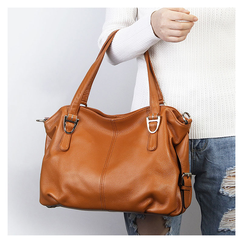 New fashion dumpling leather handbag large capacity portable shoulder Messenger bag first layer of leather folds Ms. large bag new korean version of the first layer of leather pillow bag large lychee pattern handbag shoulder messenger fashion leather leat