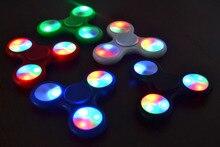 LEDอยู่ไม่สุขปินเนอร์เบรดปั่นด้านบนEDCมือปั่นABS Triออทิสติกสมาธิสั้นความวิตกกังวลปลดปล่อยความเครียดโฟกัสAntistressของขวัญของเล่น