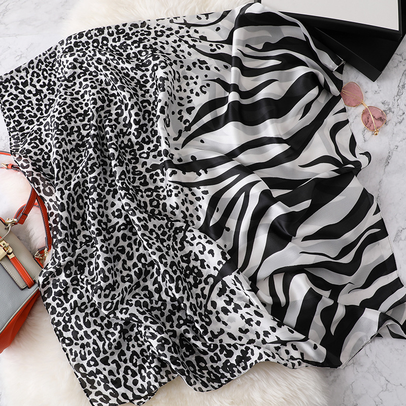 2019 Lovely Animal Leopard Zebra Pattern Silk Scarf Lady High Quality Print Shawls And Wraps Pashmina Stole Hijab Snood 180*90Cm