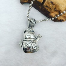 The ancient Thai S925 Lucky Cat Silver Pendant Sterling Silver cute sweater chain pendant jewelry Kitty Cat