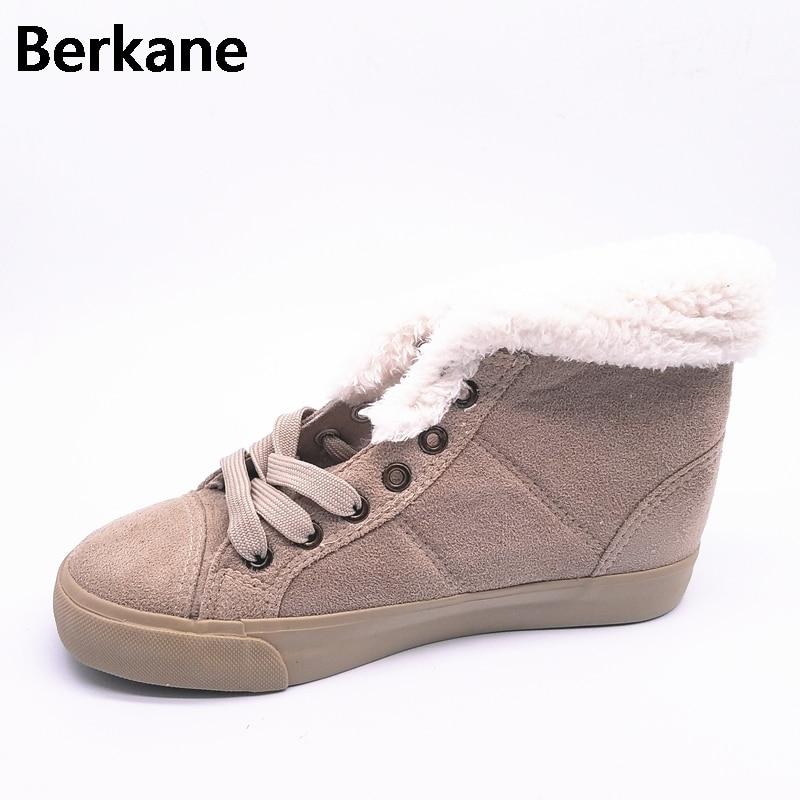 Botas de piel de nieve caliente del invierno zapatos femeninos de algodón  acolchado mujeres otoño 2018 felpa Australia moda corto tobillo barcos  mujer ... bb3b60d30b9