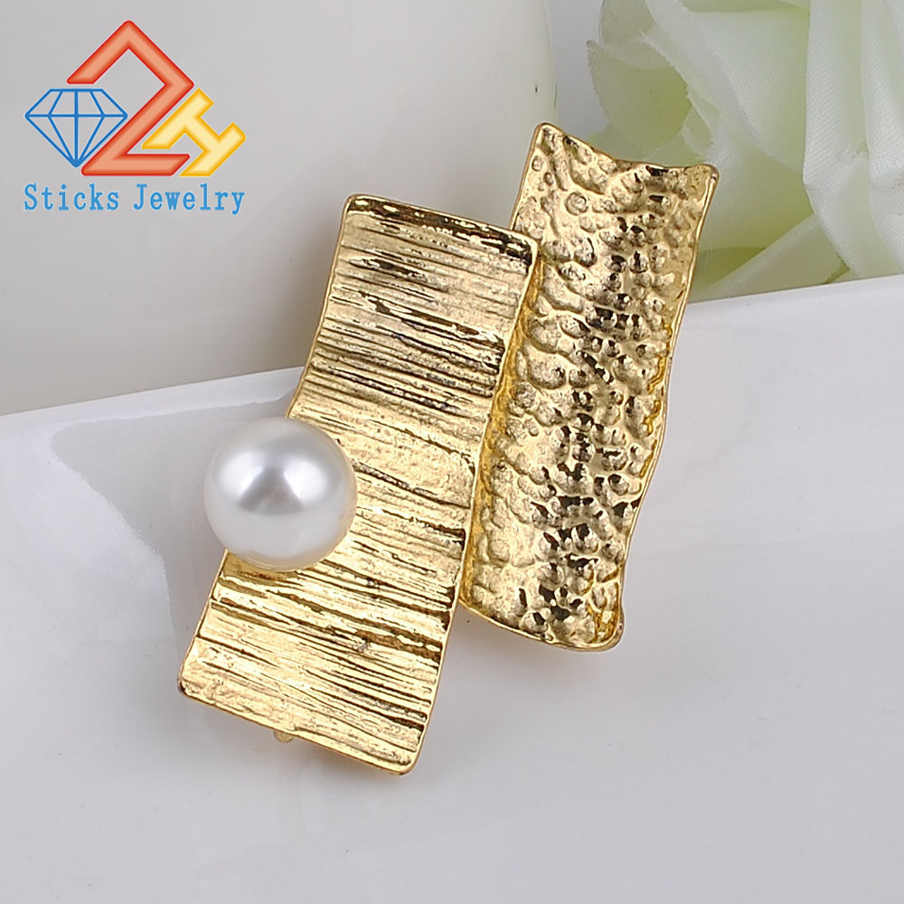 Hammer alloy Simulated Pearl Brooches Vintage Jewelry Black Gun Plated Metal Lattice Pins And Brooch For Women in Brooches from Jewelry Accessories