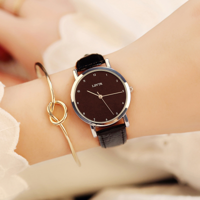 Trend fashion watch male student Korean version of the simple retro belt female watch watch couple watch casual business casual fashion watch features diamond dial strip of male and female students in outdoor sports with retro lovers watch