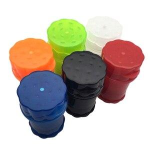 Image 2 - Plástico contador de tabaco erva spice grinder 4 camadas cor aleatória ervas fumaça spice crusher caso transparente presente plástico fornecimento vendas