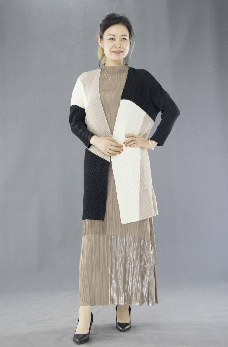 FREE SHIPPING Miyake Fashion fold long-sleeved v-neck open stitch   trench   coat IN STOCK