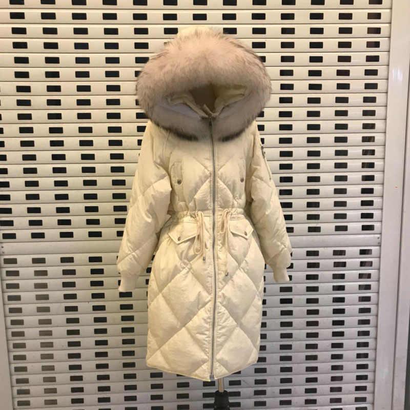 Зимняя парка с мехом енота, плюс размер, куртка с гусиным пером, Женская куртка на белом утином пуху, длинная толстая теплая верхняя одежда, 2019, Корейская, Okd413