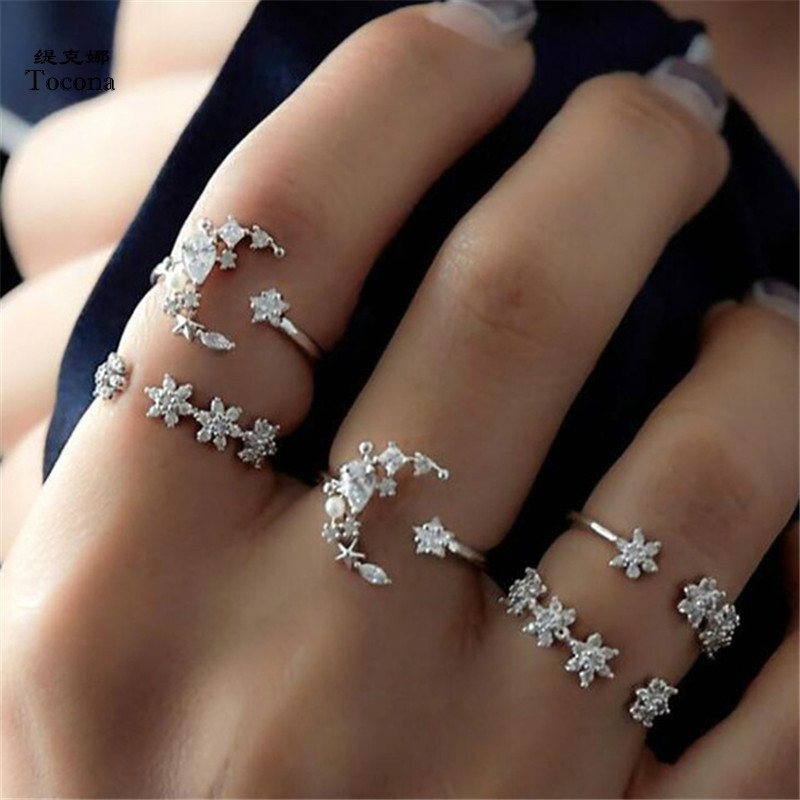 Tocona 5pcs/Set Bohemian Moon Star Flower Rhinestone Ring Set Silver Carving Rings for Women Jewelry Accessories 6083