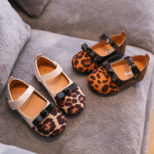 Spring new childrens Korean round head Leopard color small shoes girl soft flat princess