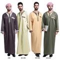 Poliéster Paño Real Adulto Hombre Islámico Hombres Abaya Musulmán Vestido Túnica 2017 Túnicas Árabes En El Oriente medio Vestido Étnico
