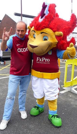 Fast custom football sport Aston villa cartton Mascot costumes Adult size Costume by express free shipping