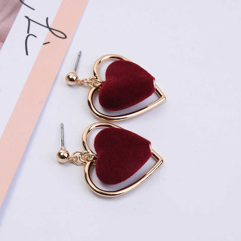 Modern Women's Earrings 2018 Vintage Hollow Heart Earrings Cute Plush Dangle Earrings For Women/Lady Accessories Jewelry Gift