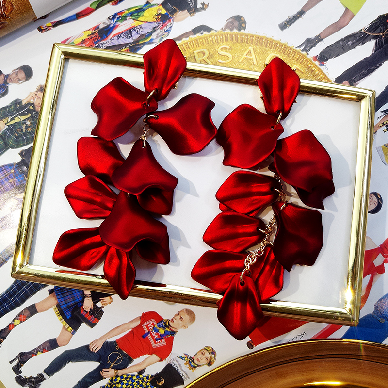 HTB1bh4ld8iE3KVjSZFMq6zQhVXaW - Korean New Fashion Temperament Alloy Women Pendant Earrings Sexy Rose Petals Long Tassel Earrings Women Jewelry Red Earrings