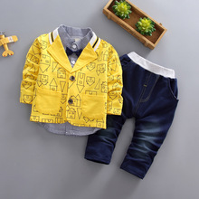 Kleinkind jungen kleidung 3 teile/los kinder verschleiß Koreanische version herbst kleidung haus druck jacke + t shirt + jeans baby anzug