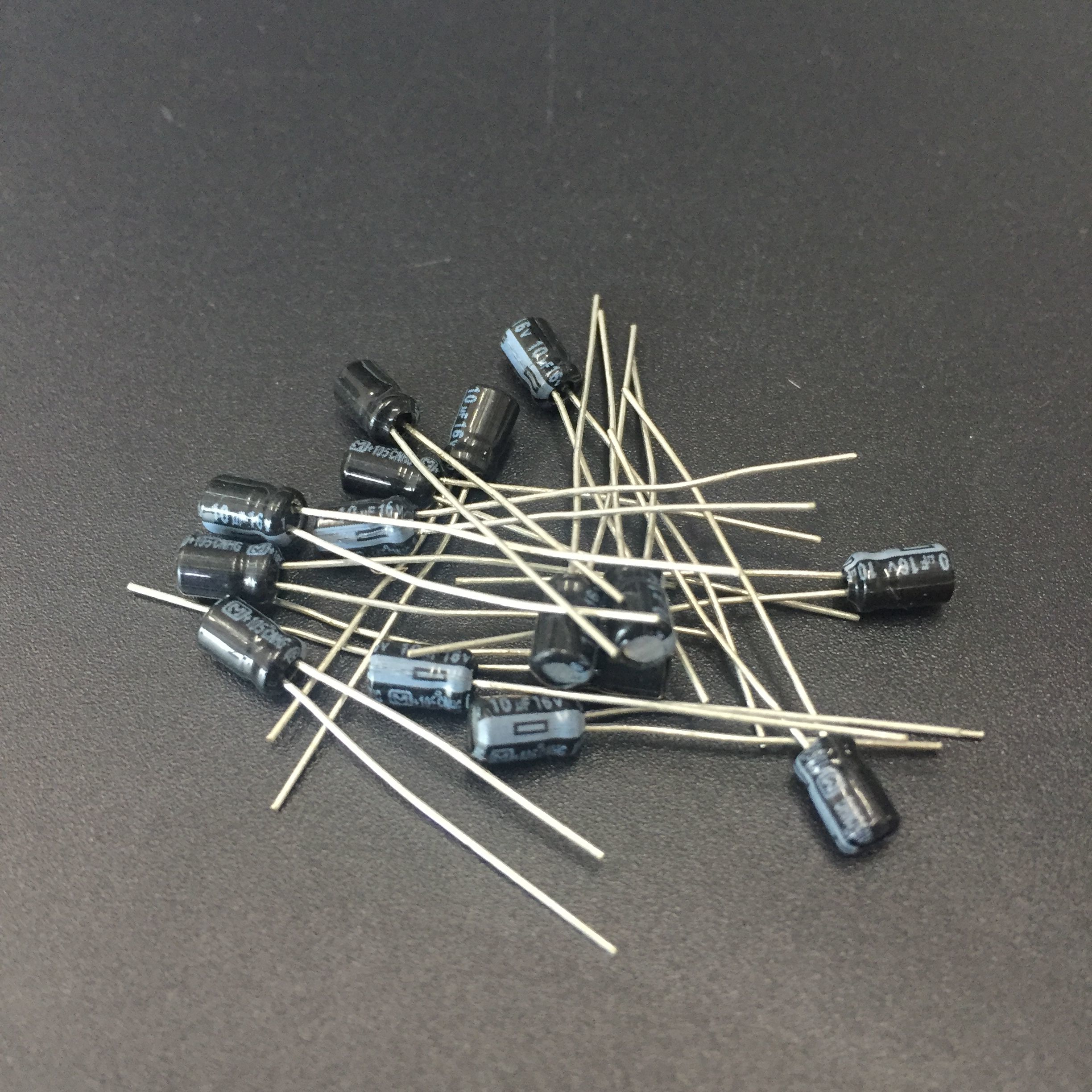 30pcs 10uF 16V NHG Series 4x5mm High Quality 16V10uF Aluminum Electrolytic Capacitor