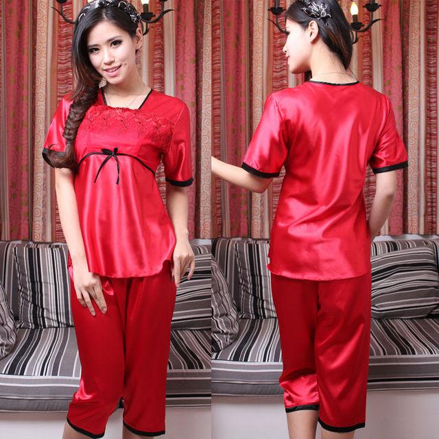 Casual Poliéster Pijamas de Seda Para As Mulheres Roxo E Rosa Rendas Colarinho Quadrado Vermelho Pijama Embroideried Para O Verão