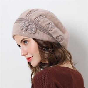 Image 2 - Podwójna warstwowa konstrukcja czapki zimowe dla kobiet berety kapelusz futra królika ciepłe czapki z dzianiny duże kwiatowe czapki czapki 2018 nowe czapki
