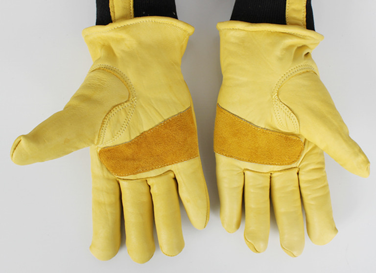 Free shipping two pairs of genuine leather full line protecting gloves with comfortable elastic cuff .