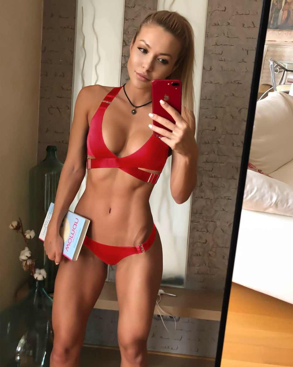 2019 style 2 sets of white red black green Beach swimming seaside swimming pool vacation female sexy