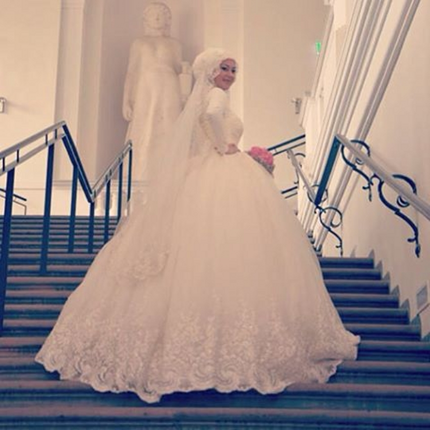 fa2548fa682 Long Sleeve Lace Ball Gown Muslim Wedding Dress With Hijab Applique High  Neck Floor Length Tulle Bride Bridal Gown