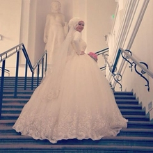 Long Sleeve Lace Ball Gown Muslim Wedding Dress With Hijab Applique High Neck Floor Length Tulle Bride Bridal Gown