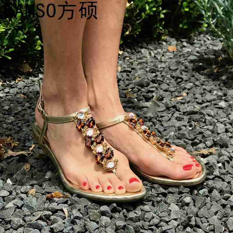 FAMSO 2019 Size 35-43 New Arrival Women Sandals Flip Flops Rhinestone Buckle Lady Casual Shoes Summer Female Flats Heels SandalsFAMSO 2019 Size 35-43 New Arrival Women Sandals Flip Flops Rhinestone Buckle Lady Casual Shoes Summer Female Flats Heels Sandals