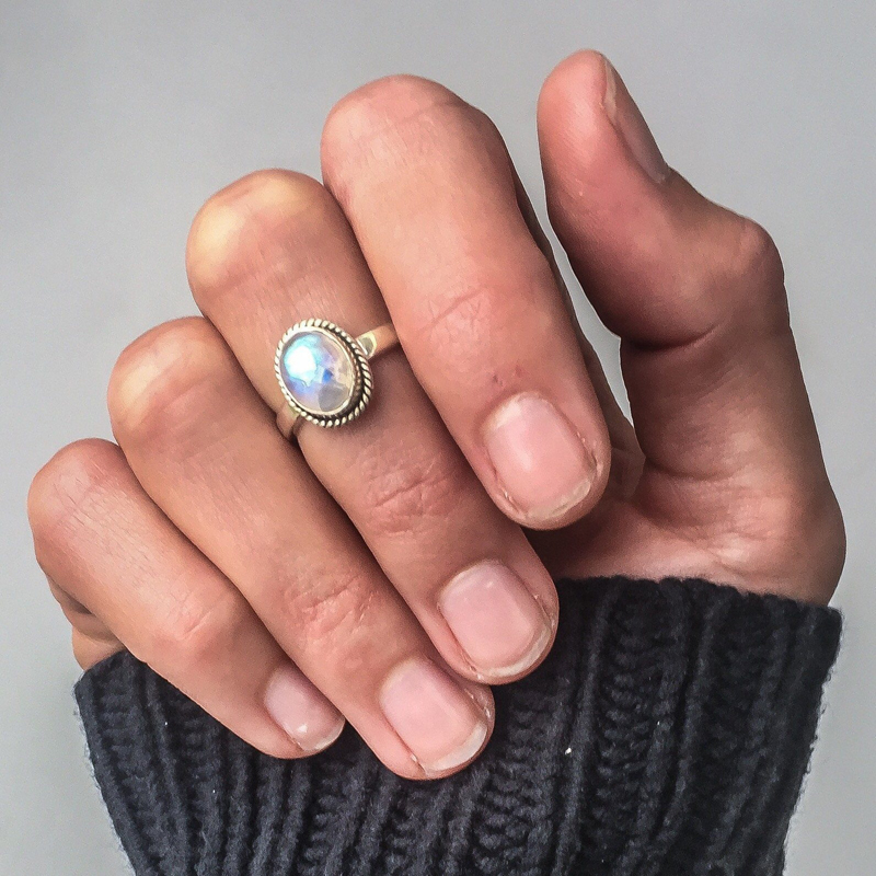 Sweet-Tempered Vintage Moonstone Rings For Women Boho Antique Tibetan Silver Healing Crystal Ring Indian Jewelry Girls Ladies Gifts R722 Wedding & Engagement Jewelry Jewelry & Accessories