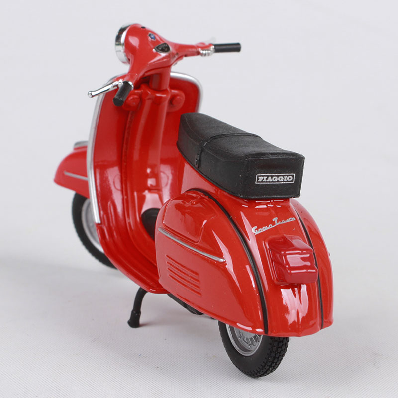 Купить с кэшбэком Maisto 1:18 vespa gtr 1968 red motorcycle diecast classic motorcycle toy women motorbike model as gift for women 05090