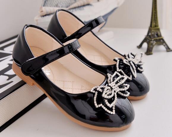 Moda 2016 nuevos zapatos de bebé de cuero de patente Europea diamante flor niñas zapatos de la princesa niñas nobles de las sandalias envío gratis