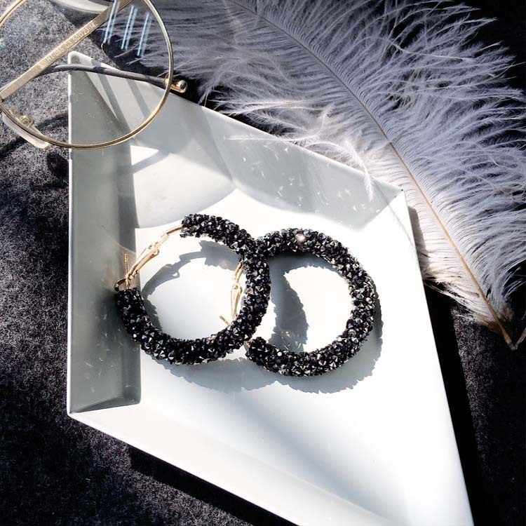 Earrings Wholesale Punk 2018 New Fashion Earrings White / Black / Blue Simple Wild Crystal Circle Matte Ladies Hot Sale Earrings