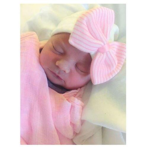 Lucu Bayi Baru Lahir Bayi Perempuan Bayi Gadis Balita Nyaman Ikatan Simpul  Rumah Sakit Topi Beanie f8de11337f