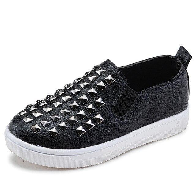 Zapatos niños y niñas de piel de moda remache, zapatos ocasionales cómodos planos deslizamiento, mocasines niños.