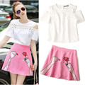 Runway Women's Fashion Lace Off Shoulder White Blouses and Ladies Pink Fingers Rose Flowers Embroidery Skirts Suits NS353